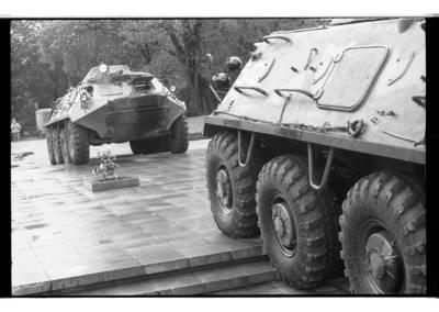 [Sovietų armijos įgulos, dislokuotos Klaipėdoje, šarvuočiai Lenino aikštėje Klaipėdoje] / Bernardas Aleknavičius. - 1990
