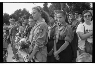 [Atsikūrusios Lietuvos Skautų organizacijos nariai. Klaipėdos miesto piliavietė] / Bernardas Aleknavičius. - 1991