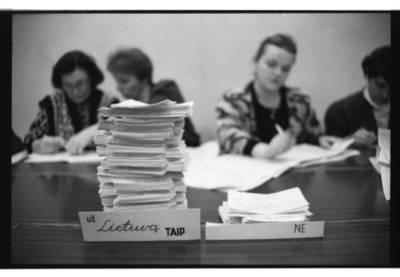 [Referendumas dėl Lietuvos Respublikos nepriklausomybės 1991 m. vasario 9 d. Danės rinkimų apygardoje] / Bernardas Aleknavičius. - 1991