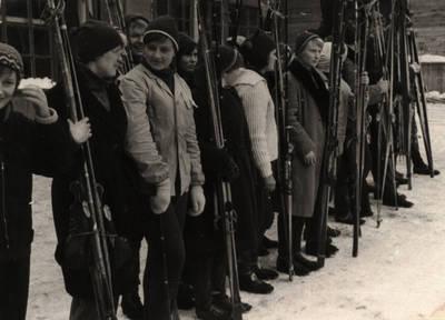 Nežinomas asmuo. Sportininkė Lima Banevičiūtė 1963 m. aukštųjų mokyklų slidinėjimo pirmenybėse Vilniuje. 1963