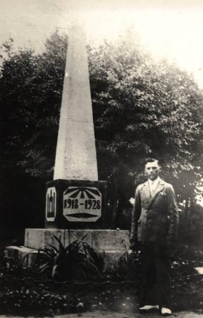 Nežinomas asmuo. Paminklas Nepriklausomos Lietuvos dešimtmečiui 1918-1928