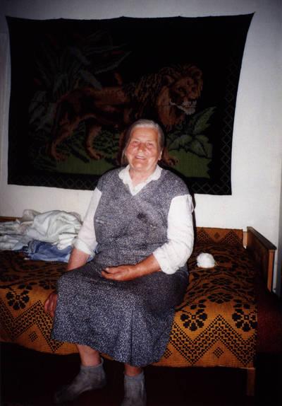 Nežinomas asmuo. D. ir Z. Kalesinskų liaudies amatų mokyklos etnografinė ekspedicija Pilvingės kaime. 1997-08