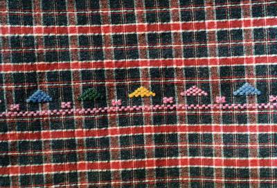 Arūnas Zalanskas. Dzūkės tautinio kostiumo prijuostės fragmentas. D. ir Z. Kalesinskų liaudies amatų mokyklos pirmosios tekstilininkių laidos diplominis darbas. 1994-06-15