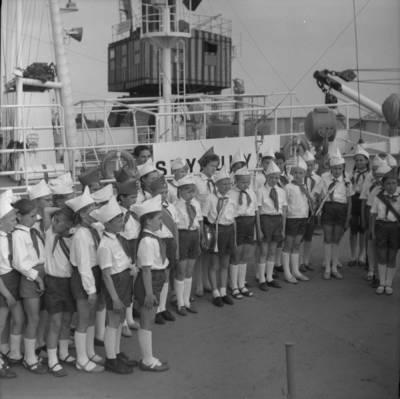 Bernardas Aleknavičius. Pionieriai žvejybiniame laive. 1975