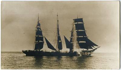 Nežinomas fotografas. Apšaudomas barkas. 1918