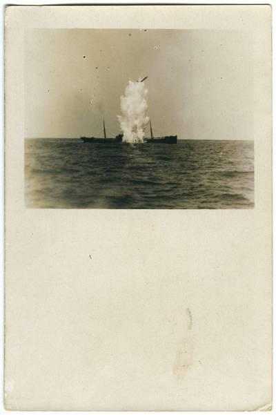 Nežinomas fotografas. Apšaudomas garlaivis. 1918