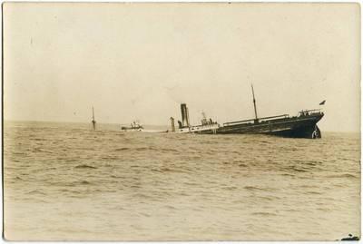 Nežinomas fotografas. Skęstantis garlaivis. 1918