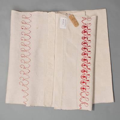Nežinomas autorius. Rankšluostis  siuvinėtais ir peltakiuotais galais. 1930