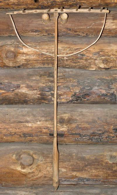 Grėbliukas, naudojamas prie dalgelės, kertant rugius