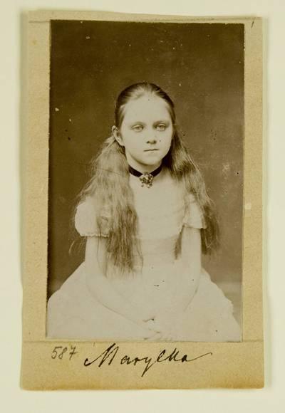 Kosakovskių šeimos archyvas. 7 : Ikonografija. - 1790-[1919]. 1441 : [Marijos Kosakovskytės Chrapovickos portretinės nuotraukos]. - 1881-189-