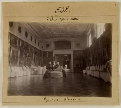 Kosakovskių šeimos archyvas. 7 : Ikonografija. - 1790-[1919]. 1521 : [Sofija Bover St. Clair-Kosakovskienė, Aleksandra Kosakovskytė-Lempickienė, Marija Kosakovskytė-Chrapovickienė Kosakovskių rūmuose Varšuvoje]. - 189-