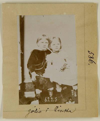 Kosakovskių šeimos archyvas. 7 : Ikonografija. - 1790-[1919]. 1536 : [Mažamečių Stanislovo Kazimiero Kosakovskio vaikų: Juozapo, Marijos, Aleksandros, Sofijos grupinės nuotraukos]. - 189-