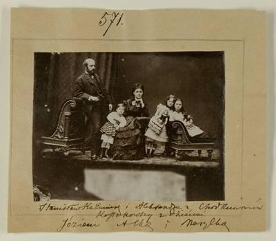 Kosakovskių šeimos archyvas. 7 : Ikonografija. - 1790-[1919]. 1595 : [Stanislovas Kazimieras ir Aleksandra Chodkevičiūtė Kosakovskiai su vaikais Juozapu, Aleksandra ir Marija. - 18--