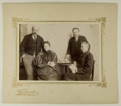 Kosakovskių šeimos archyvas. 7 : Ikonografija. - 1790-[1919]. 1600 : [Stanislovas Kazimieras ir Juozapas Kosakovskiai su Vladimiru ir Marija Chrapovickiais. - 189-