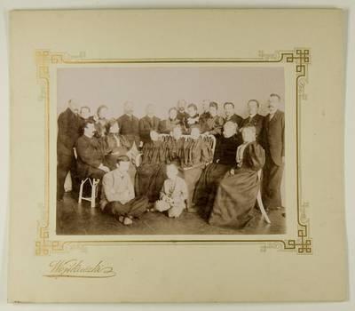 Kosakovskių šeimos archyvas. 7 : Ikonografija. - 1790-[1919]. 1602 : [Stanislovas Kazimieras Kosakovskis su šeima, giminaičiais ir svečiais. - 189-