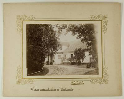 Kosakovskių šeimos archyvas. 7 : Ikonografija. - 1790-[1919]. 1719 : [Veprių dvaro gyvenamojo namo nuotrauka] / Stanislovas Kazimieras Kosakovskis. - 189-