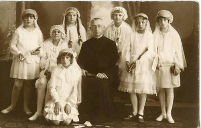 Danutės Valiukaitės pirmoji komunija. 1928
