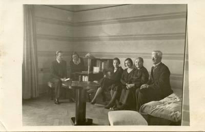 Valušių šeimos fotografija. 1935