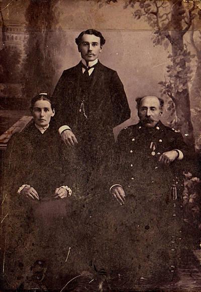 Naidionovų šeima Tauragėje. 1912