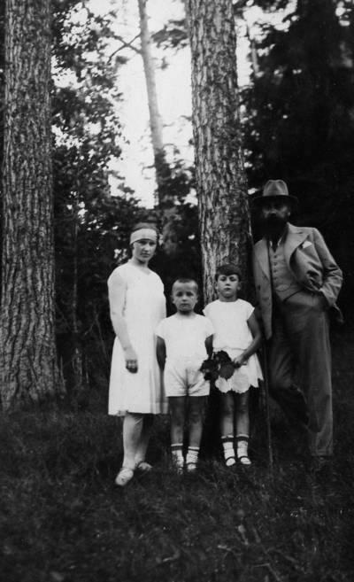 Rasteikų šeima Palangoje. 1930