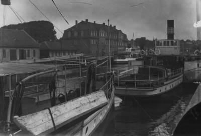 Nežinomas autorius. Klaipėda. Dangės uostas prie Karlo tilto ir muitinė. 1930
