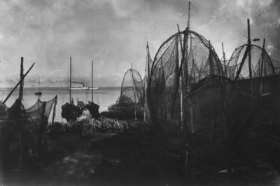 Nežinomas autorius. Juodkrantė. Žvejų tinklai Kuršių marių pakrantėje. 1928