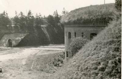 Nežinomas autorius. Klaipėda. Kopgalio tvirtovės (Nerijos forto) kiemas. 1940