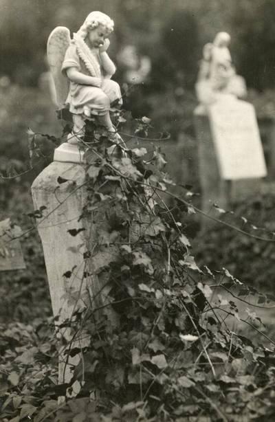 Nežinomas autorius. Antkapinis paminklas Klaipėdos miesto kapinėse. 1940