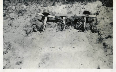 Nežinomas autorius. Trijų vokiečių karių kapai prie pagrindinio kelio Tauragės apylinkėse. 1941