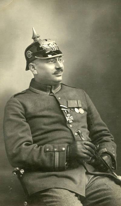 Nežinomas autorius. Vokietijos kariuomenės karo medicinos gydytojas I-ojo pasaulinio karo metu. 1916