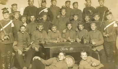 Nežinomas autorius. Prūsijos armijos ulonų pulko kariai kareivinėse Insterburge. 1912