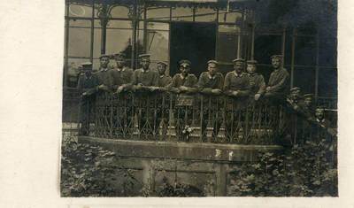 Nežinomas autorius. Grupė vokiečių landšturmo pėstininkų pulko karių prie ligoninės Karaliaučiuje. 1917