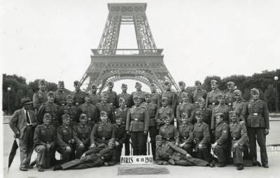 Nežinomas autorius. Vokietijos kariuomenės karių grupė Paryžiuje. 1941-09-06