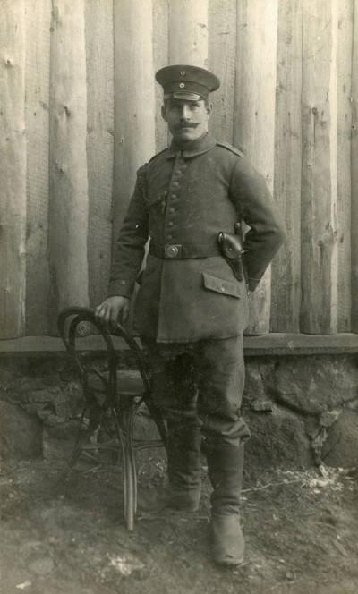 Nežinomas autorius. Vokietijos kariuomenės kareivis Eduardas Reimonis Pirmojo pasaulinio karo metais. 1916
