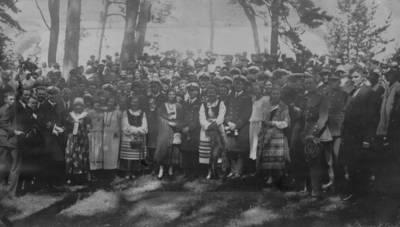Nežinomas autorius. Didžiosios Britanijos karinio laivyno karininkai susitinka su Klaipėdos krašto jaunimu Juodkrantėje. 1925