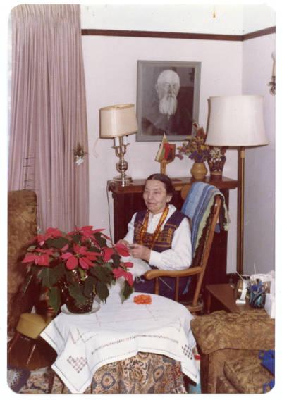Nežinomas autorius. Elzė Jankutė savo bute Toronte. 1960