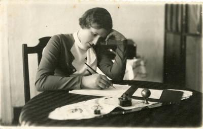 Nežinomas autorius. Klaipėdos Vytauto Didžiojo gimnazijos mokytoja V. Mačiulienė. 1938