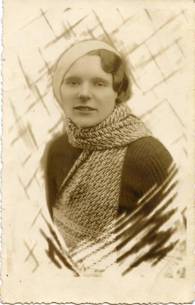 Pr. Didjurgis. Portretinė jaunos moters (Beinorienės) fotografija. 1935