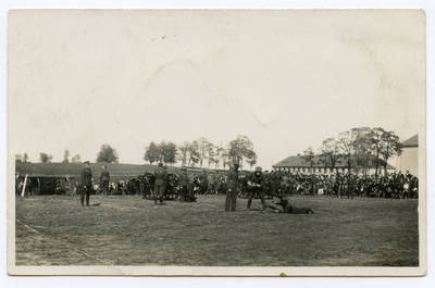 Povilas Butkus. Plungės karinės įgulos kariai demonstruoja karinę parengtį per kariuomenės ir visuomenės suartėjimo šventę. 1936