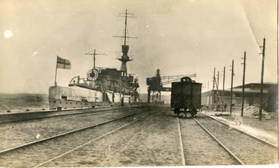 Nežinomas autorius. Didžiosios Britanijos karo laivas prie Klaipėdos uosto krantinės. 1922