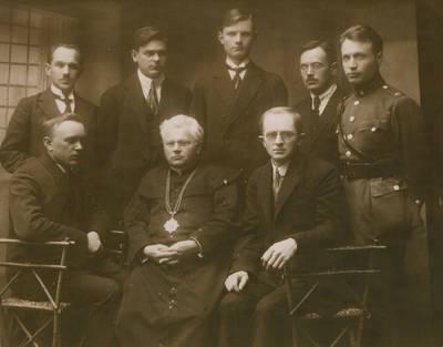Nežinomas fotografas. Nuotrauka. Juozas Tumas-Vaižgantas tarp visuomenįės veikėjų. 1930