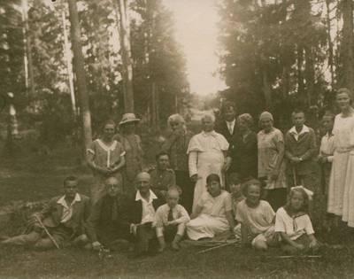 Nežinomas fotografas. Nuotrauka. Juozas Tumas-Vaižgantas su bičiuliais iškyloje. 1925