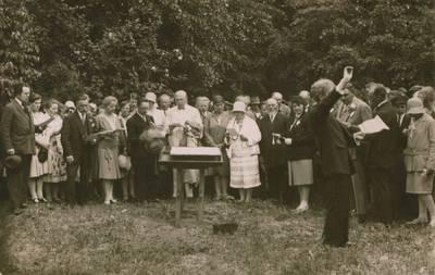 Nežinomas fotografas. Nuotrauka. Choristų repeticija, ruošiantis Joninių šventei ant Rambyno kalno. 1929