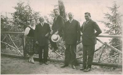 Nežinomas fotografas. Nuotrauka. Vydūnas tarp Rambyno šventės rengėjų. 1930