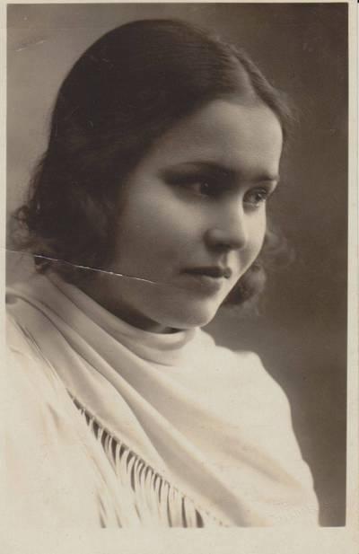 Janina Tallat-Kelpšienė. Fotografija. Salomėja Nėris. 1928