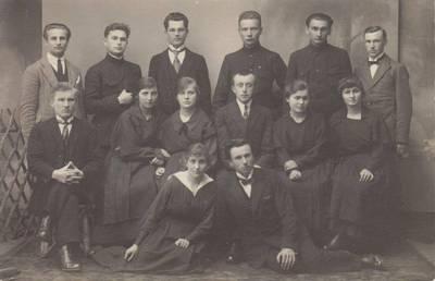 """Nežinomas autorius. Nuotrauka. Vilkaviškio """"Žiburio"""" gimnazijos ateitininkų valdyba. 1924"""