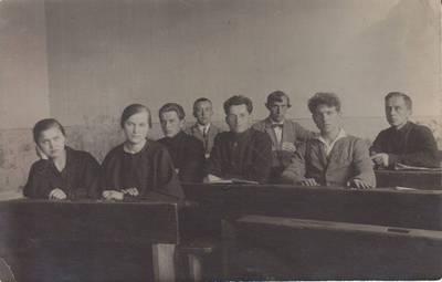 """Nežinomas autorius. Nuotrauka. Paskutinė pamoka Vilkaviškio """"Žiburio"""" gimnazijoje. 1924-05-23"""