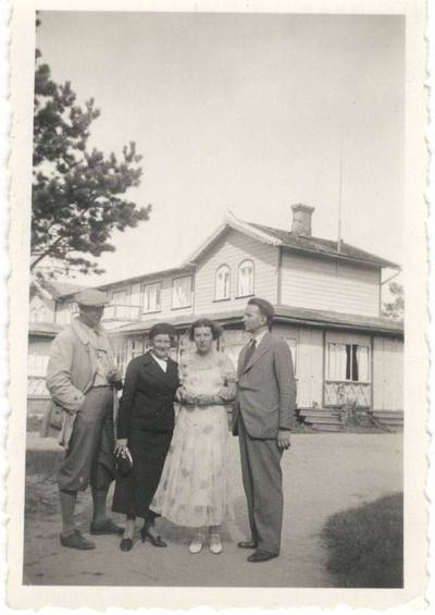 Nežinomas autorius. Nuotrauka. Balys Sruoga ir Juozas Sruoga su žmonomis. 1934-08-19