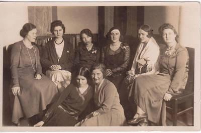 Nežinomas fotografas. Nuotrauka. Pirmasis viešas lietuvių moterų rašytojų vakaras. Jaunosios literatės. 1930-12-07