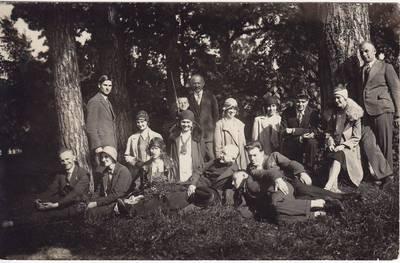 """Nežinomas fotografas. Nuotrauka. Lazdijų """"Žiburio"""" gimnazijos pedagogai ekskursijoje. 1930-06-01"""